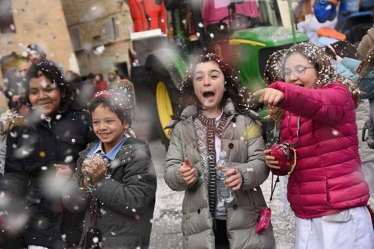 No carnaval: pequenos foliões, grandes sucessos